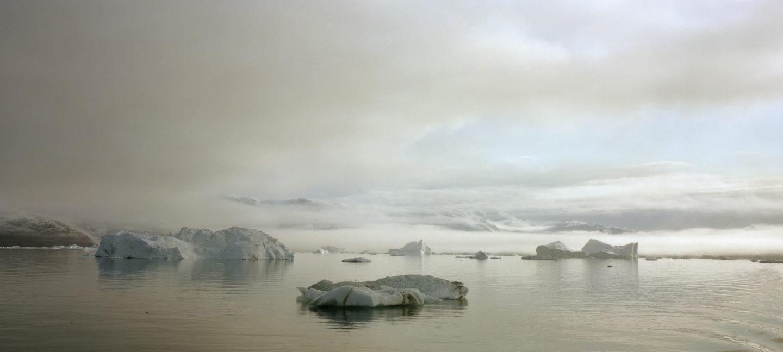 Isflak som flyter i Arktisk farvann