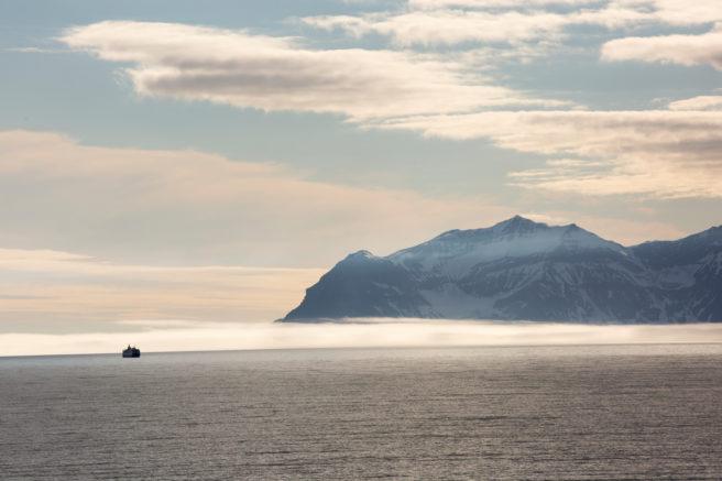 Bilde av hav og kystfjell