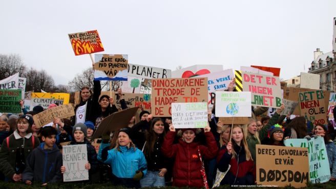 Tusenvis av barn streiker for klimaet.