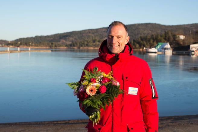 Tom Stiansen med blomster