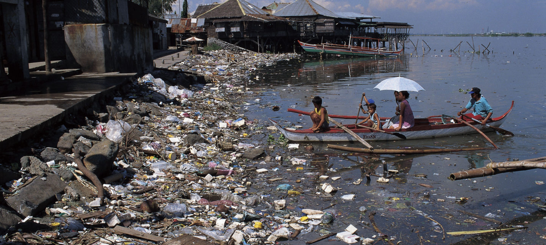 Plastforsøpling ved kysten på Filippinene