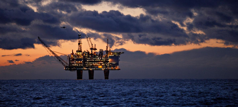 Bildet viser en oljeplattform i Nordsjøen.