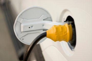 Bildet viser lading av elbil