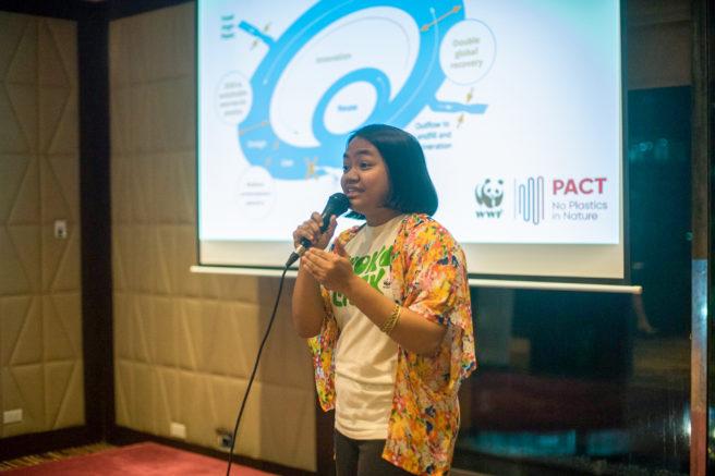 WWFs Czarina Constantino holder foredrag om prosjektet No Plastics in Nature.