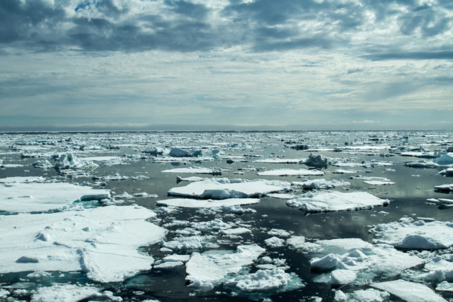 Isflak på åpent hav